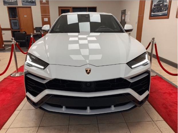 Nuevo 2019 Lamborghini URUS lleno